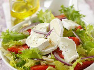 Blattsalat mit Erdbeeren und Ziegenkäse Rezept