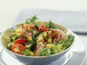 Blattsalat mit Garnelen Rezept