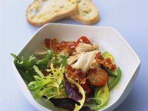 Blattsalat mit gegrilltem Hähnchen Rezept