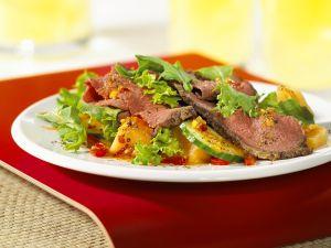 Blattsalat mit Gemüse und Roastbeef Rezept