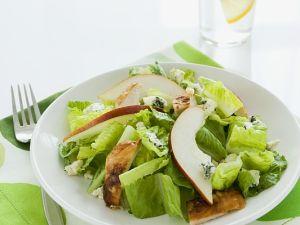 Blattsalat mit Hähnchen, Birne und Käse Rezept