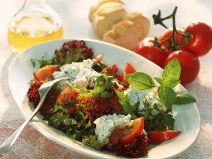Blattsalat mit Kräutercreme Rezept