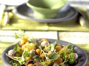 Blattsalat mit Melone und Mozzarella Rezept