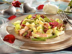Blattsalat mit Spargel und Lachs Rezept