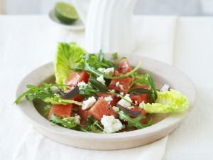 Blattsalat mit Wassermelone und Schafskäse Rezept