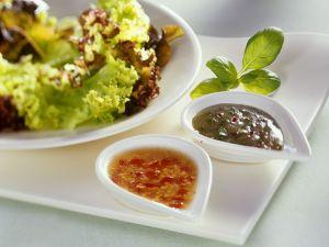 Blattsalat mit zweierlei Dressing Rezept