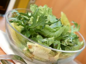 Blattsalate mit Sellerie Rezept