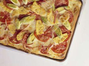Blechpizza mit Schinken und Ananas Rezept