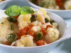 Blumenkohl-Tomaten-Salat mit Kapern Rezept