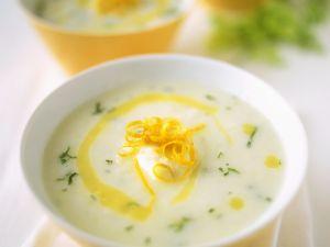 Blumenkohlsuppe mit Orangenzesten Rezept