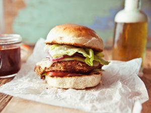 Bohnen-Burger mit Käse und Zwiebeln Rezept