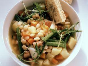 Bohnen-Schinken-Soße mit Knoblauch und Rosmarin Rezept