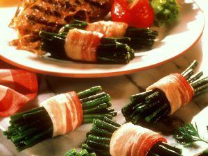 Bohnen-Speck-Rollen mit gegrilltem Fleisch Rezept