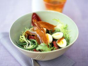 Bohnen und Blattsalate mit Schinken und Eiern Rezept