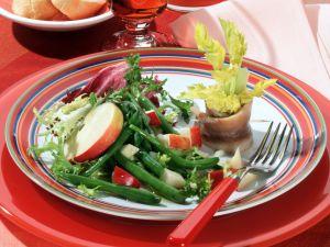 Bohnensalat mit Zwiebel-Apfel-Vinaigrette und Matjesröllchen Rezept