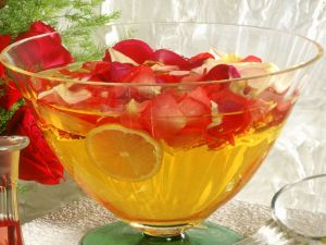 Bowle mit Rosen Rezept