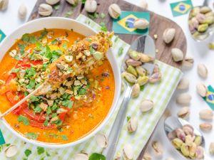 Brasilianische Moqueca mit Mango und Hühner-Pistazien-Spießen Rezept