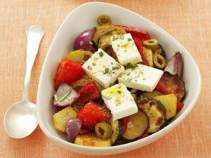 Bratgemüse mit Schafskäse und Oliven Rezept