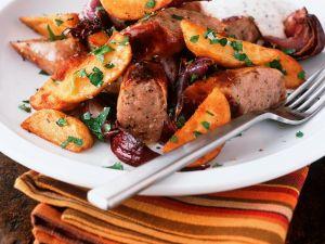 Bratwurst mit Zwiebel und Potato Wedges Rezept