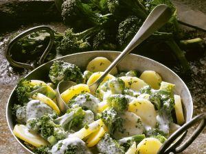 Broccoli und Kartoffeln mit Käsesoße Rezept