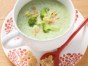Brokkoli-Mandel-Suppe Rezept