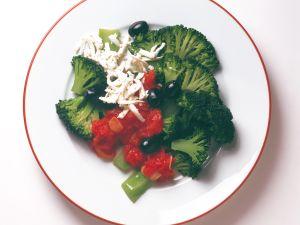 Brokkoli mit Tomatensauce und Schafskäse Rezept