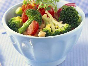 Brokkoli-Tomatensalat Rezept