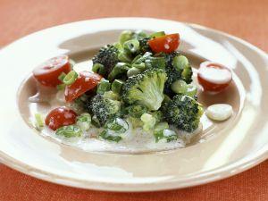 Brokkolisalat mit Joghurtdressing Rezept