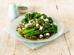 Brokkolisalat mit Ziegenkäse Rezept