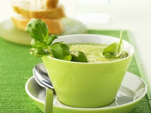 Brokkolisuppe mit Basilikum Rezept
