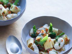 Brokkolisuppe mit Nudeln und Seezunge Rezept