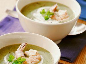 Brokkolisuppe mit Sahne und Garnelen Rezept