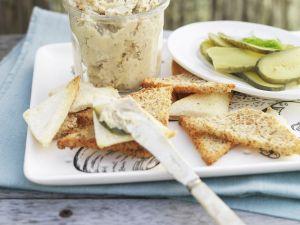 Brot mit Aufstrich aus Räucherfisch Rezept