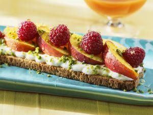 Brot mit Joghurt, Früchten und Honig Rezept