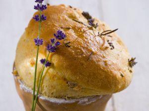 Brot mit Lavendel im Blumentopf gebacken Rezept