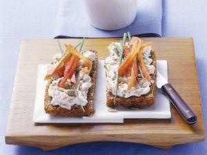 Brot mit Paprika-Quark Rezept