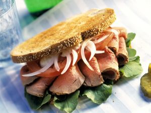 Brot-Sandwich mit Roastbeef Rezept