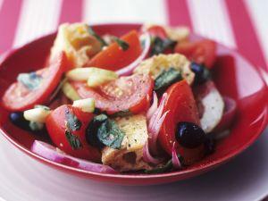 Brotsalat mit Tomaten Rezept