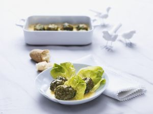 Buletten in Kopfsalatblättern (Laubfrösche) Rezept