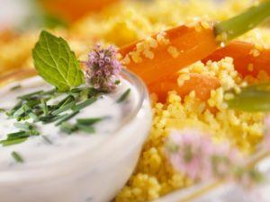 Bulgur mit Möhren und Joghurtcreme Rezept