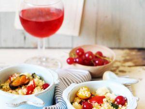Bulgursalat mit Meeresfrüchten, Gemüse und Johannisbeeren Rezept