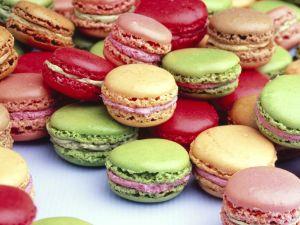 Bunte Macarons (französisches Kleingebäck) Rezept