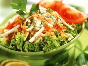Bunte Sellerie-Karotten-Rohkost Rezept