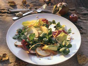 Bunter Blattsalat mit Apfel Rezept