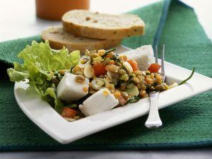 Bunter Linsensalat mit Ziegenfrischkäse Rezept