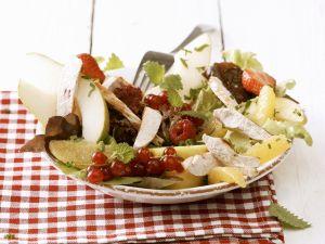 Bunter Salat mit Beeren und Hähnchenbrustfilet Rezept