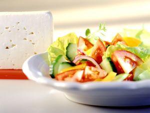 Bunter Salat mit Feta Rezept