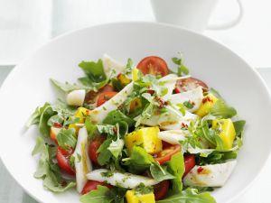 Bunter Salat mit Fisch und Mango Rezept