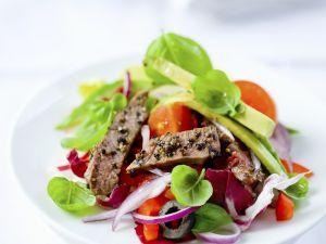 Bunter Salat mit Rinderstreifen und Avocado Rezept
