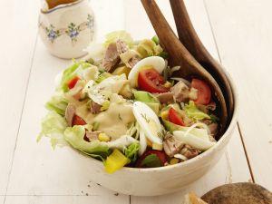 Bunter Salat mit Thunfisch und Eiern Rezept
